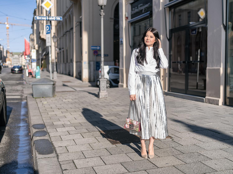Metallic Look Metallic Trend Metallic Midi Röcke Gucci Bag White Shirt Weiße Hemdbluse