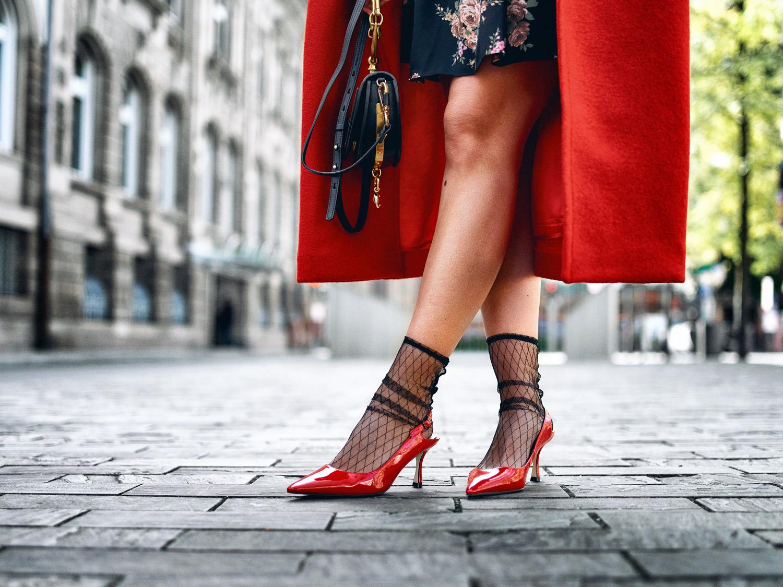 bloggerdeutschland-fashionblogger-fashion-blogger-modeblogger-modeblog-munich-blog-wie-ihr-das-blumenkleid-im-herbst-tragen-koennt