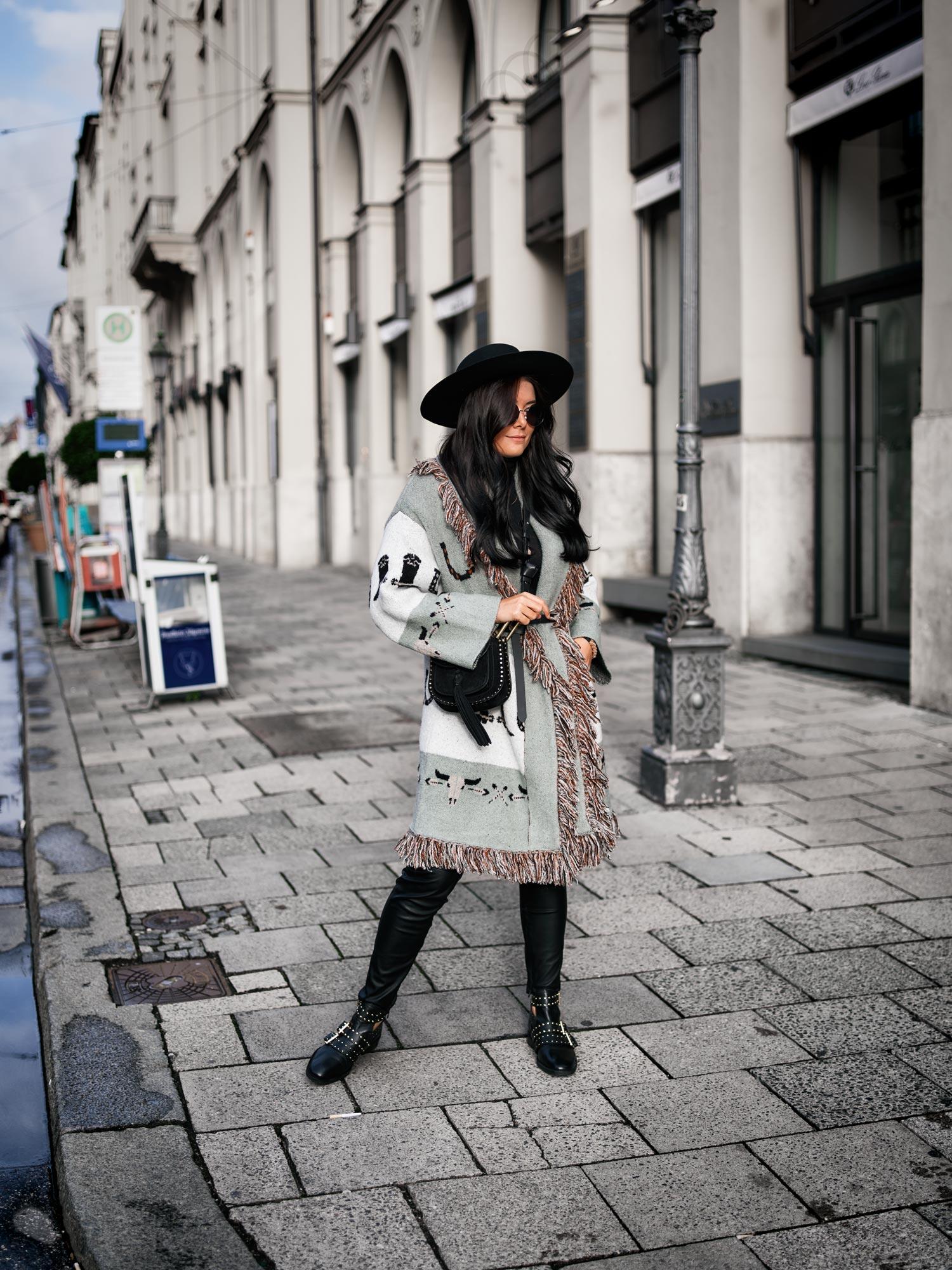 bloggerdeutschland-fashionblogger-fashionblog-lifestyleblogger-beautyblogger-fashion-blogger-modeblogger-modeblog-munich-blog-muenchen-trend-poncho-und-wie-man-diesen-stylt