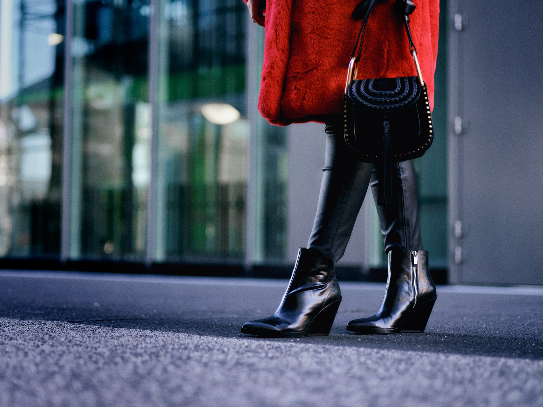bloggerdeutschland-fashionblogger-fashionblog-lifestyleblogger-beautyblogger-fashion-blogger-modeblogger-modeblog-munich-blog-muenchen-bunte-fakefur-maentel