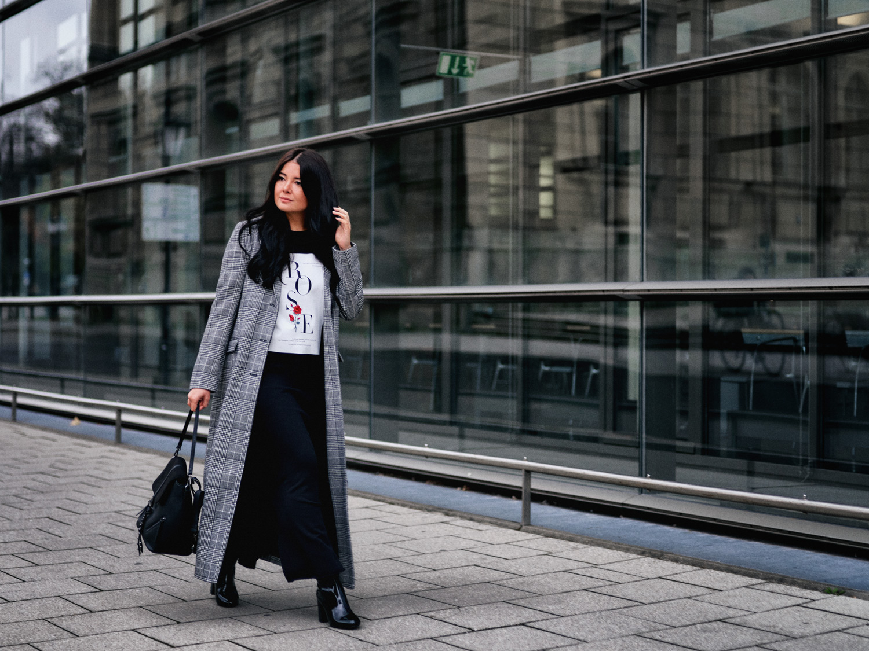 fashion-blogger-aus-muenchen-fashionblogger-lifestyleblogger-beautyblogger-fashion-blogger-modeblogger-modeblog-munich-blog-muenchen-karomuster-und-maxikleider-einn-must-have-fuer-winter-2017