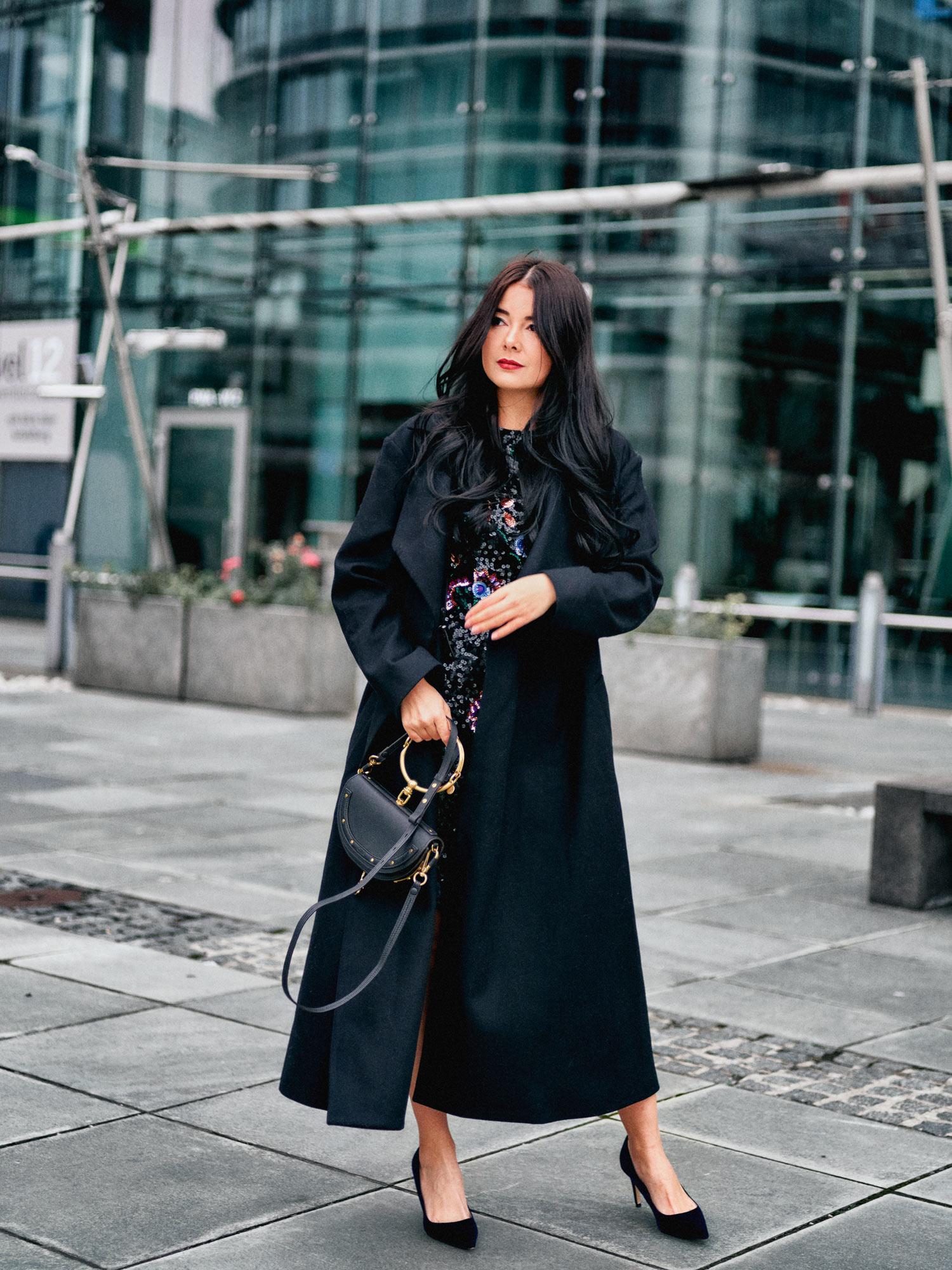 fashion-blogger-aus-muenchen-fashionblogger-lifestyleblogger-beautyblogger-fashion-blogger-modeblogger-modeblog-munich-blog-muenchen-es-weihnachtet-ein-weihnachtsoutfit-zu-feiertagen