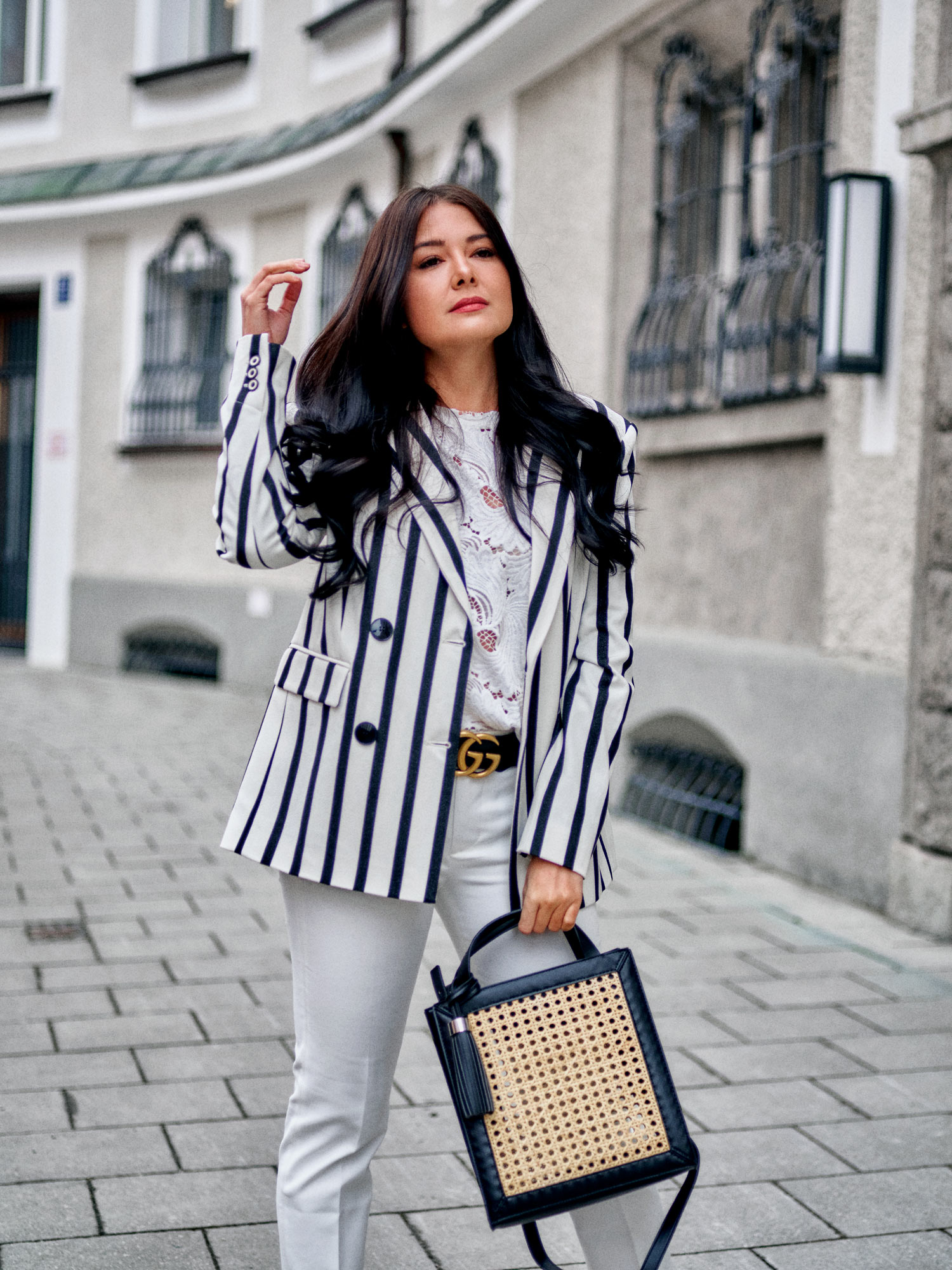 fashion-blogger-aus-muenchen-fashionblogger-lifestyleblogger-beautyblogger-fashion-blogger-modeblogger-modeblog-munich-blog-muenchen-geflochtene-handtaschen-und-schuhe-im-trend