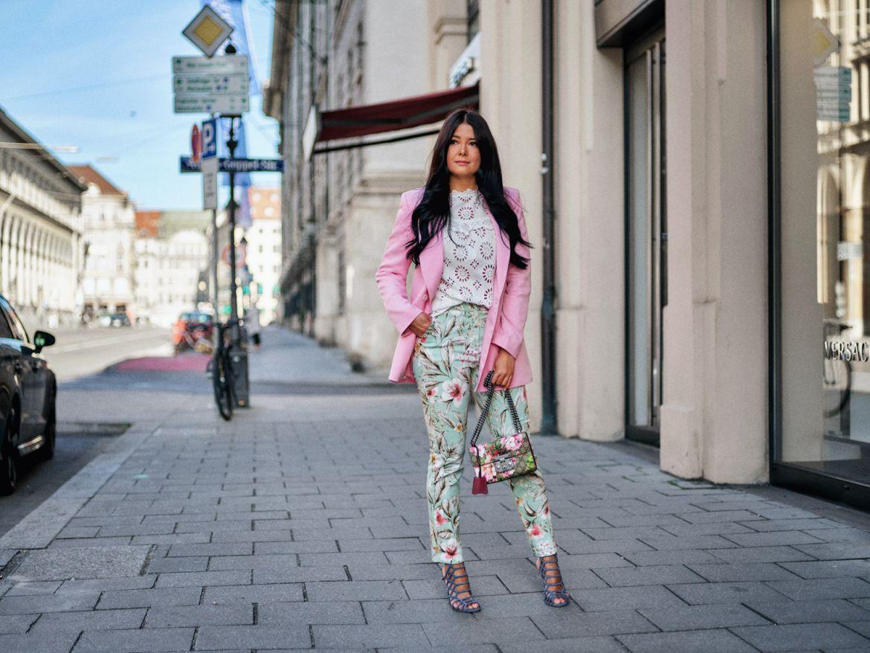 fashion-blogger-aus-muenchen-fashionblogger-lifestyleblogger-beautyblogger-fashion-blogger-modeblogger-modeblog-munich-blog-muenchen-leckere-pastelfarben-die-trendfarben-erinnern-an-zuckerwatte